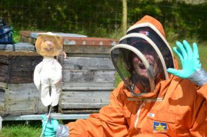 Puppeteering in a swarm of bees!